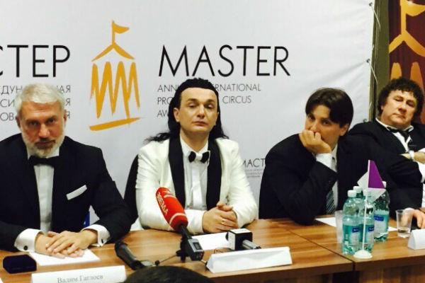 Сочи, 30 июня 2015 год. Фестиваль циркового искусства ( Гия Эрадзе в центре)
