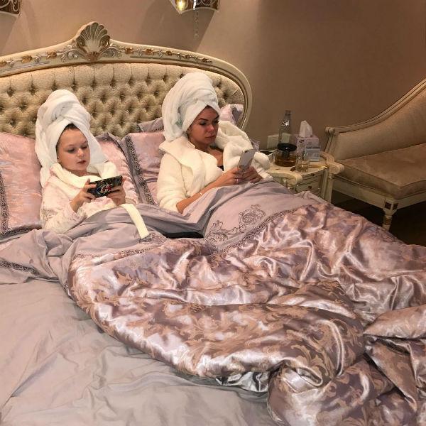 Катя Жужа с дочкой предпочитают вместе проводить время перед сном