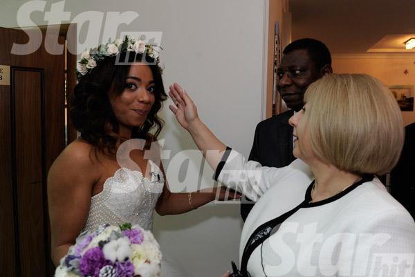 Перед бракосочетанием невесту благословили родители