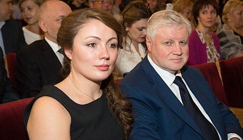 """Сергей Миронов привел жену на мюзикл """"Граф Орлов"""""""