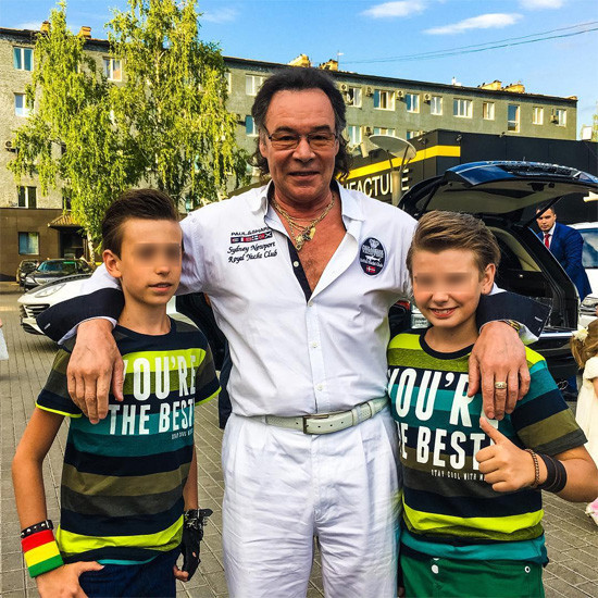 Участники группы «Джинсовые мальчики» и Михаил Муромов