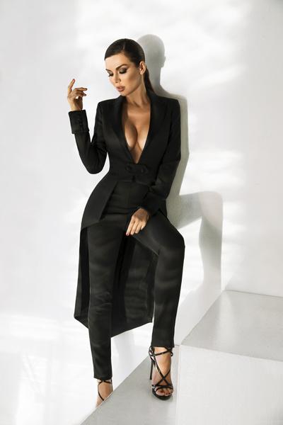 «Фигура у меня не модельная, - утверждает артистка, - но счастье женщины зависит не от размера одежды!»