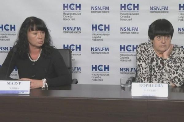 официальный представитель Цымбалюк-Романовской Элина Мазур и пресс-секретарь театра Наталья Корнеева