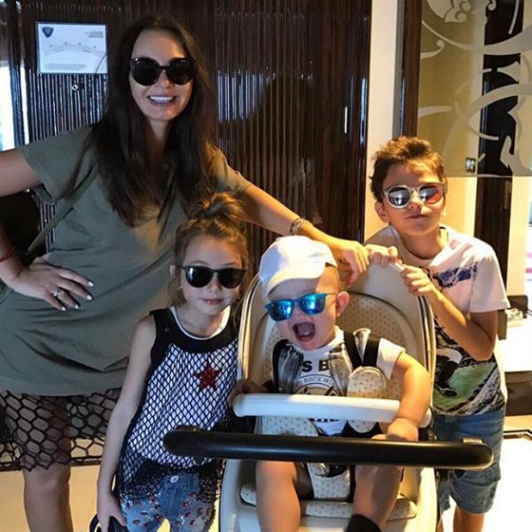 Жиркова с детьми проводит время на Кипре