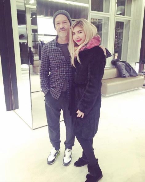 Марина Шамсутдинова из Ставрополя с Федором Бондарчуком в торговом центре