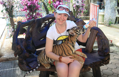 Светлана Димурина может выкормить и конаковского поросенка, и бенгальского тигренка