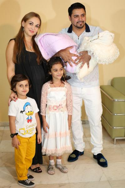 Александр счастлив, что теперь в его семье появились еще две дочери