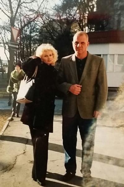 Несколько раз Роджер приезжал к Тане в Крым. Потом сделал предложение и увез в США вместе с детьми