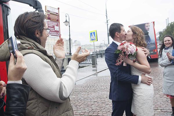 Свадебный поцелуй после 10 лет знакомства