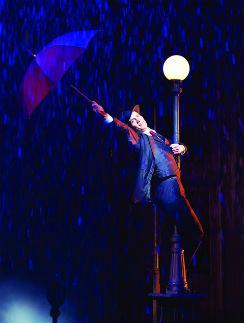 В данный момент на роли в мюзикле «Поющие под дождем» проходит кастинг