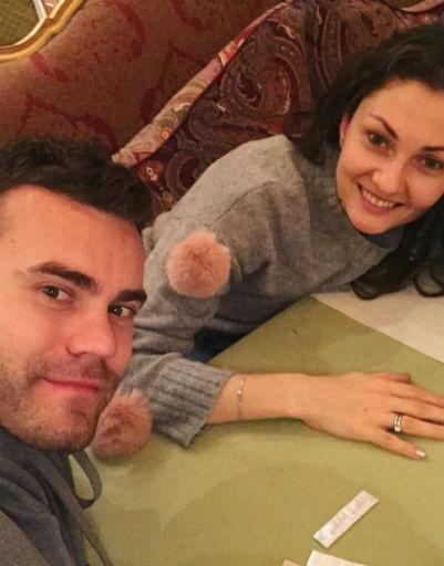 Игорь Акинфеев с женой
