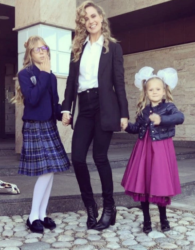 Певица Глю'oZa с дочерьми