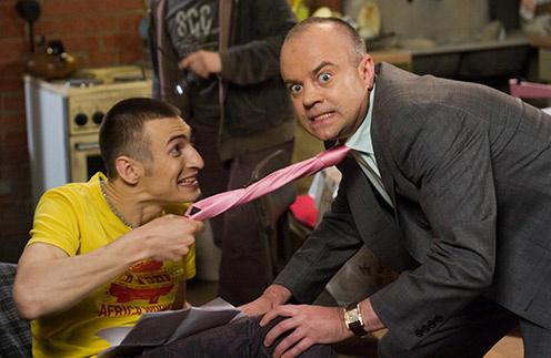 В 2008 году Алексей  Гаврилов стал   звездой сериала   «Универ». На фото   с актером Алексеем   Климушкиным