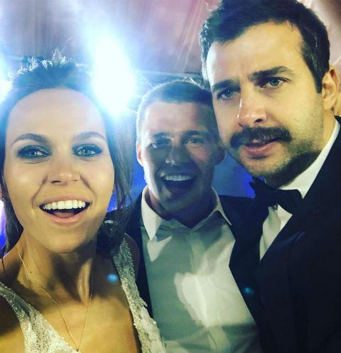 Максим Канунников с женой и Иваном Ургантом