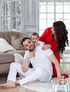Счастливое семейство: Александр, Алиана и Роберт на фотосессии