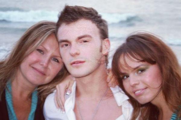 Супруга композитора - Светлана, средний сын - Вячеслав и младшая дочь - Анна.