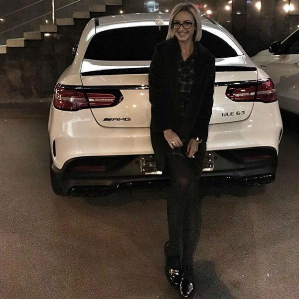 Ольга Бузова и ее новенький Mercedes
