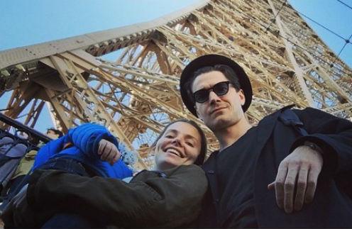 Лиза Боярская с мужем и сыном у Эйфелевой башни
