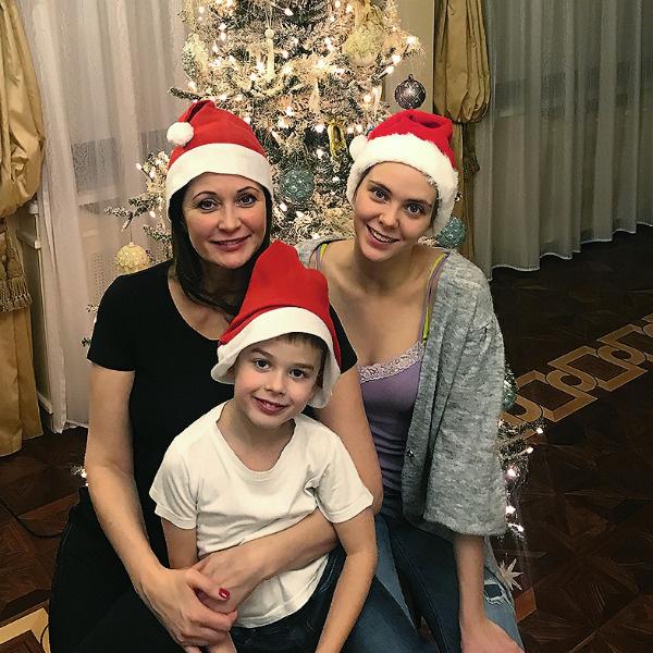 Ольга воспитывает дочь Татьяну от первого брака и сына Виктора