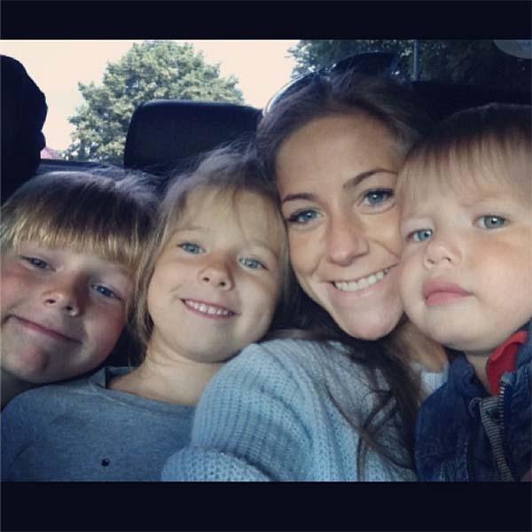 Селфи с детьми Юля сделала по дороге в гости.