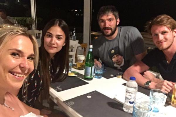 Пелагея и Иван Телегин на ужине вместе с Анастасией Шубской и Александром Овечкиным