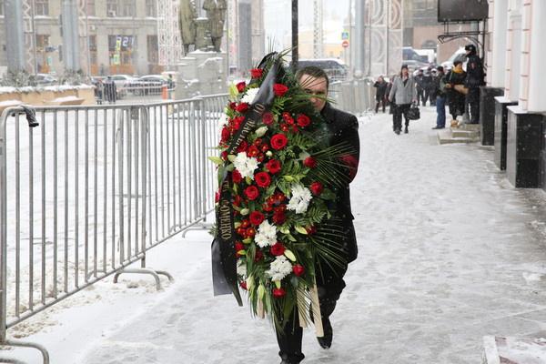 Венок Олегу Табакову от театра Фоменко