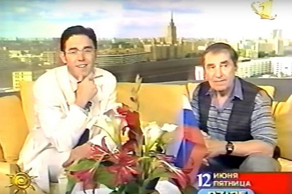 Андрей Малахов берет интервью у героя передачи «Доброе утро»