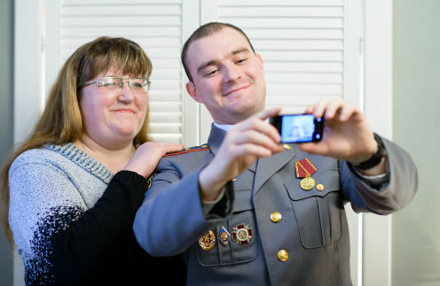 Теперь в мобильном Михаила будет не только телефон Елены, но и их совместная фотография