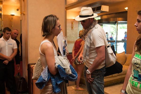 Собчак и Виторган в холле гостиницы «Жемчужина», в которой остановились
