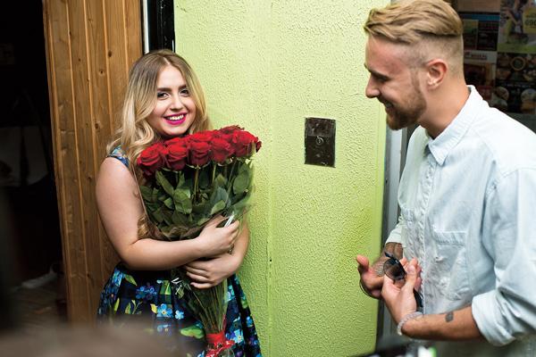 Крид вручил школьнице букет алых роз, девушка расплакалась от счастья