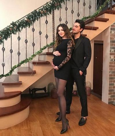 Алеса Качер с супругом