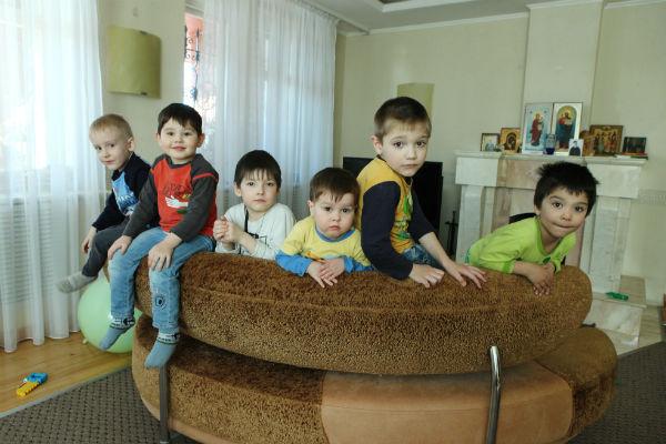 За полгода супруги Афанасьевы взяли шестерых приемных детей