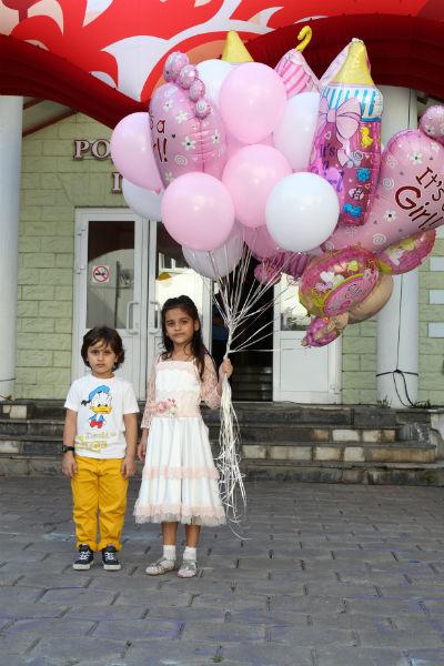 Дети приготовили для мамы и сестер сюрприз