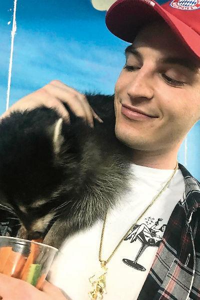 Никита с детства обожает животных