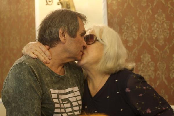 Страстный поцелуй от Алибасова и Федосеевой-Шукшиной