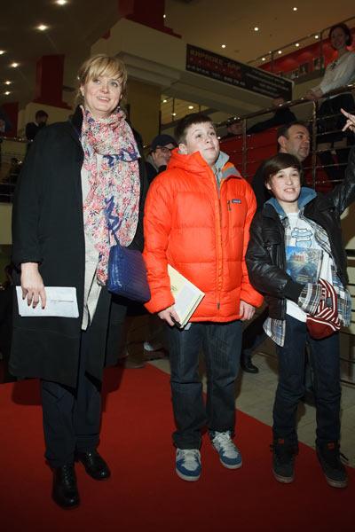 Анна Михалкова с сыновьями Андреем и Сергеем