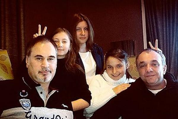 С дочками Соней и Ариной  Валерий созванивается  каждый день