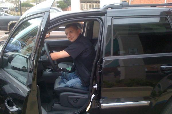 Алексей мечтает водить машину. Пока просто тренируется