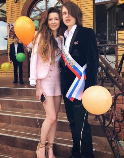 Дочь Анастасии Заворотнюк Анна прилетела поддержать брата