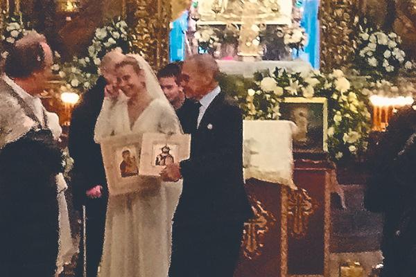 В самом конце церемонии Высоцкая не смогла сдержать слез