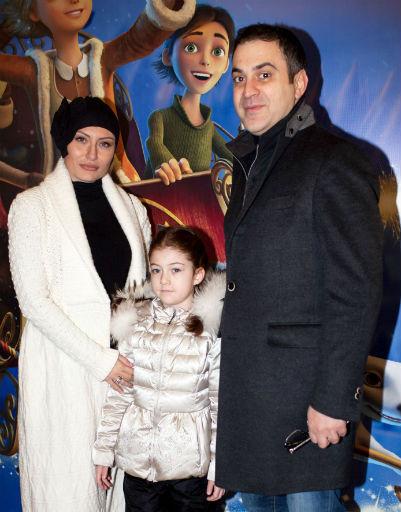 Гарик Мартиросян с дочкой и женой Жанной
