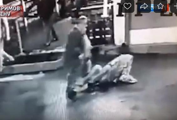 Здесь видно, как Керимов жестоко избивает Марию Сячину