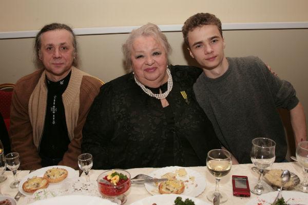Крачковская обожала проводить время с близкими - сыном Василием и внуком Владимиром