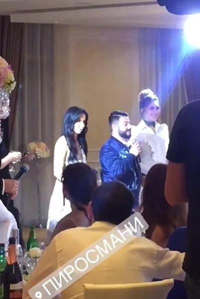 Михаил Галустян и его супруга Виктория поздравили молодоженов
