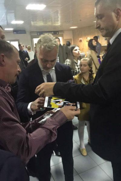 Миллионер с удовольствием общался со своими российскими поклонниками
