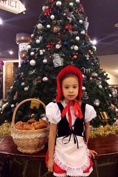 Николь Жукова - настоящая Красная Шапочка