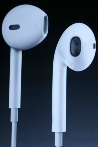 На разработку наушников EarPods ушло три года