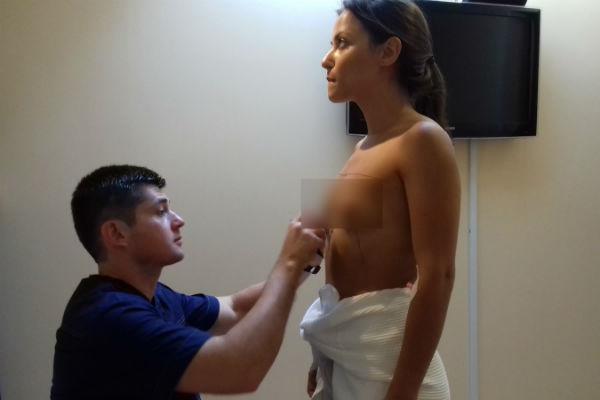 Девушка рассчитывает, что новая грудь поможет ей найти любовь и построить карьеру