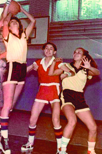 Заниматься баскетболом певица начала еще в детстве и быстро стала лидером на площадке, конце 1980-х