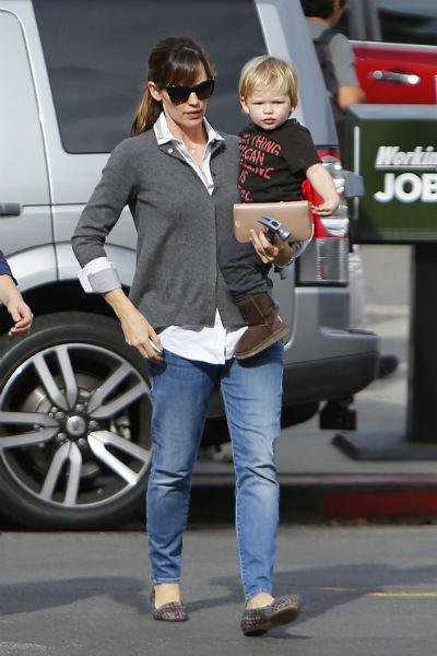 Дженнифер с сыном 2 декабря